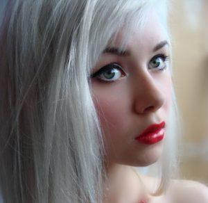 هر آنچه را که باید درباره موهای سفید بدانید